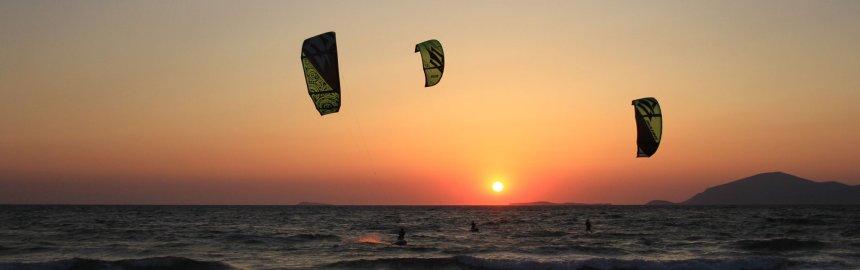 Kitesurfen in Kos bei Sonnenuntergang