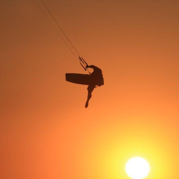 Kitesurfing sunset Kitesurfingkos Marmari